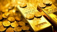 Gold prices fall by Rs500 per tola