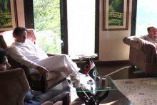Imran Khan met local leaders of Pakistan Tehreek-e-Insaf